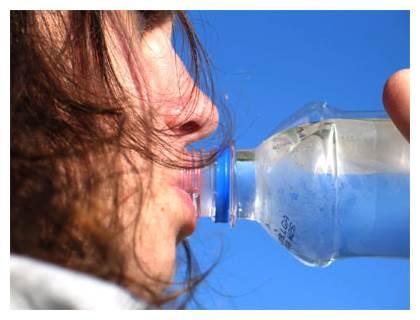 Beber ao menos 1,5l de  água ao dia